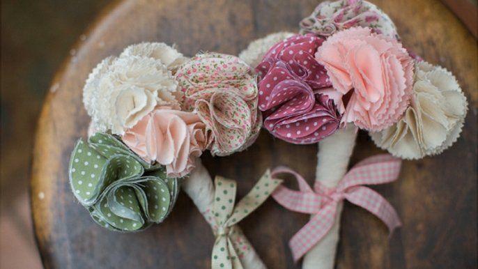Les 25 meilleures id es de la cat gorie collier de fleurs en tissu sur pinterest collier en - Comment faire une fleur en tissu ...