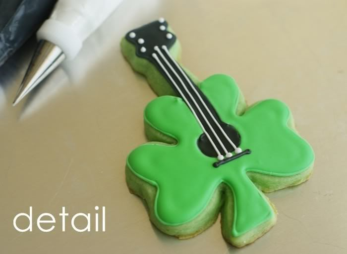 ST. PATRICK'S DAY: You (sham) ROCK! Cookies. From: http://bakeat350.blogspot.ca/2012/02/you-sham-rock.html