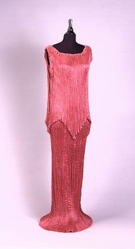 Mariano Fortuny y Madrazo. Vestido de seda drapeado.