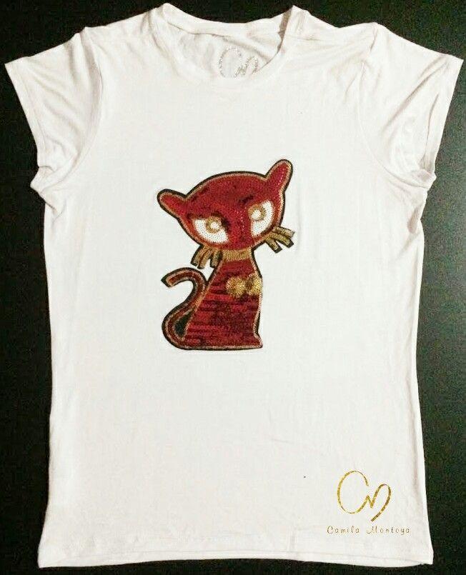 T-Shirt en algodón pima 100%, aplique en lentejuelas. Colores de camiseta en negro, gris y blanco