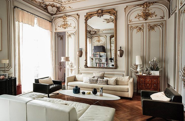 This living room is so classically Parisian!