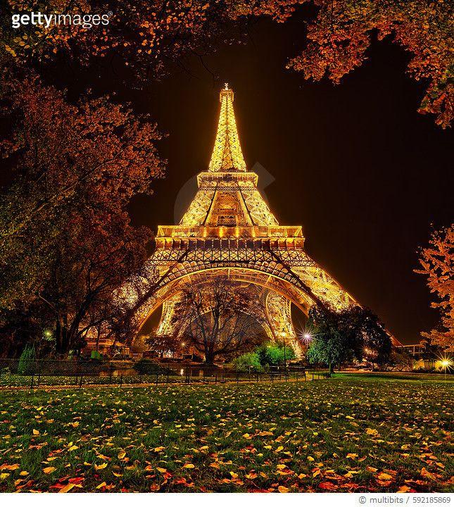 로맨틱한 파리 에펠탑의 밤 Eiffel tower at night (Photo by Sebastien GABORIT)  #게티이미지코리아 #게티이미지 #gettyimageskorea  #여행 #사진 #유럽 #프랑스 #파리#에펠탑 #가로등#건물외관#건축#타워 #도시 #세계명소 # 프랑스문화  #수도#역사#여행지#야경 #PARIS #TourEiffel