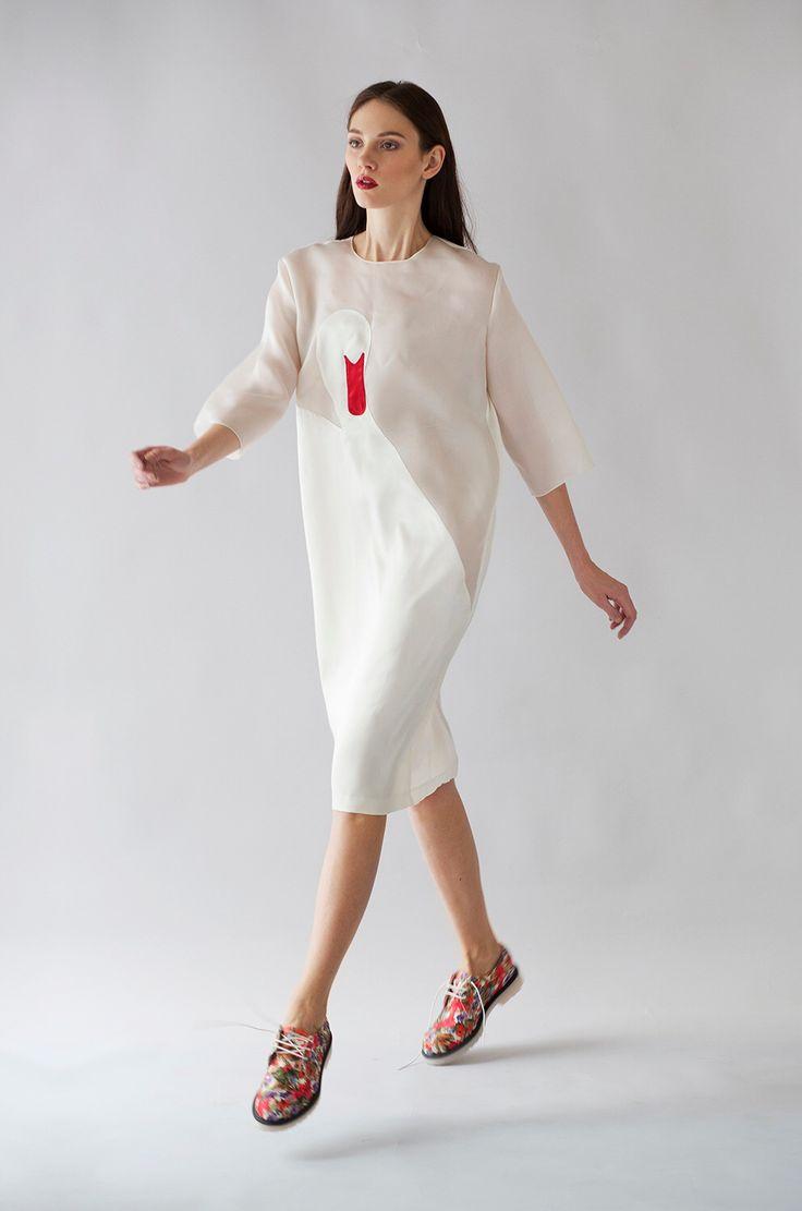 Платье из органзы с декоративным элементом из шёлка EKATERINA SHISHKINA
