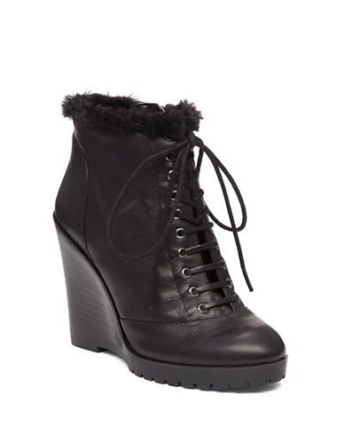 Cozily lined wedge boots in a paneled construction