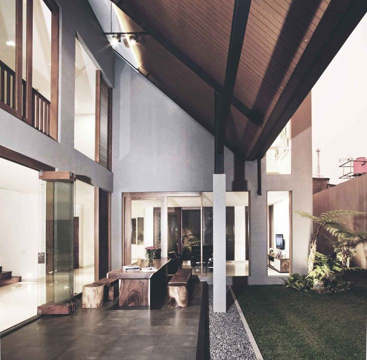 Project : Katjapiring House Image 3 Location : Bandung, Indonesia Site Area : 670 m2 Building Area : 550 m2 Design Phase : 2009 Construction Phase : 2009 - 2011 #architectindonesia #architecture #archdaily