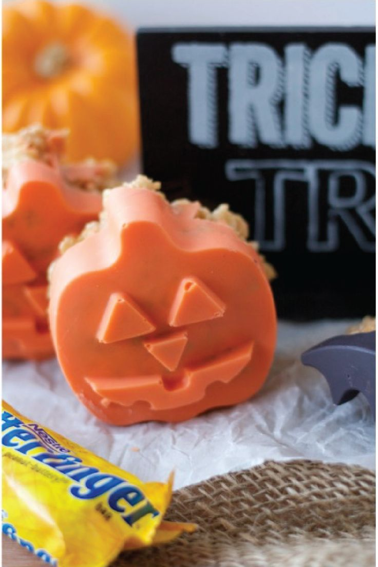 Kids and adults alike will delight in these Butterfinger Halloween Crispy Treats—perfect for Halloween. The chewy marshmallow and peanut butter cereal treats are filled with crushed up BUTTERFINGER® candy bars for a crisp finishing touch. Shaped like bats and pumpkins, this delicious treat is a must-have at a festive Halloween party.
