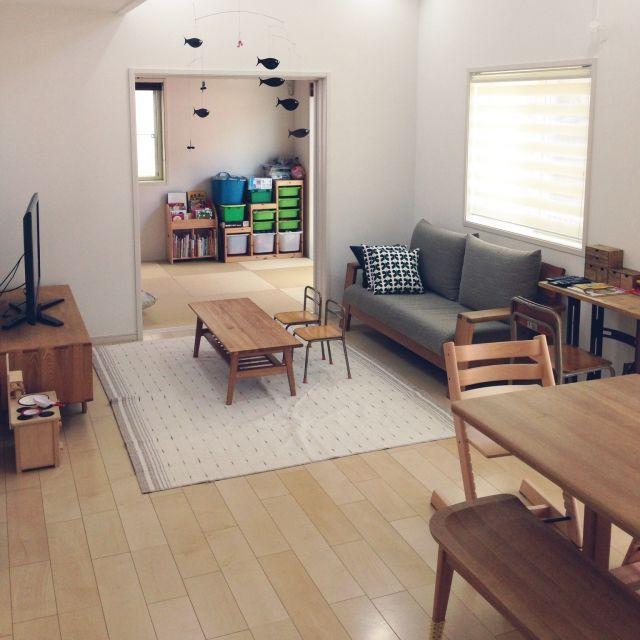 meeeeeee37さんの、リビング,無印良品,IKEA,DIY,北欧インテリア,シンプルナチュラル,吹き抜けリビング,北欧好き,フレンステッドモビール,小学校の椅子,ミシン台のリメイクテーブル,北欧テイスト,こどもと暮らす。,のお部屋写真