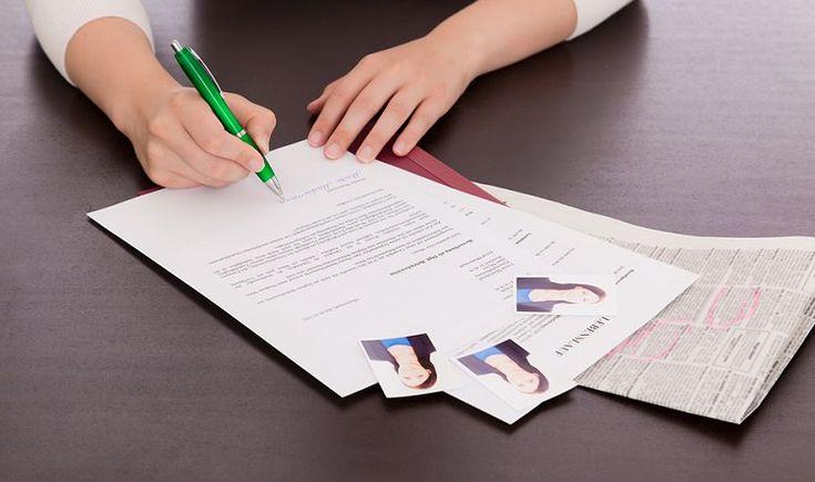 Wir haben viele Beispiele und Tipps für Einleitungssätze zusammengestellt, mit denen Sie einen guten Einstieg in Ihr Bewerbungsanschreiben finden.