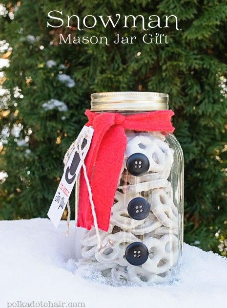 Snowman Mason Jar Craft and Gift Idea. A quick and easy neighbor gift idea using mason jars. A snowman Mason Jar Gift. Ideas for cute gifts