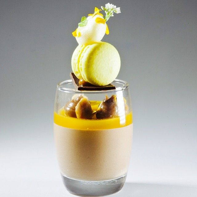 Chocolate , Passion Fruit, Peanut, Dulce de Leche Verrine by Antonio Bachour #plating #presentation Más