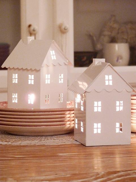 家の形をしたランタンですー:House Lanterns
