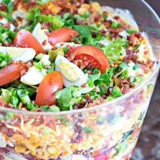 Chicken Bacon Ranch Layer Salad   Schichtsalat, Layer salad... Une découverte yummy yummy MMMMM de ce joli mois d'août!