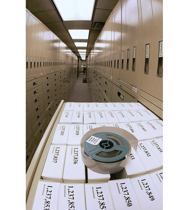 門外不出、トンネル内はモルモン教の信者記録保管庫 : 日本経済新聞