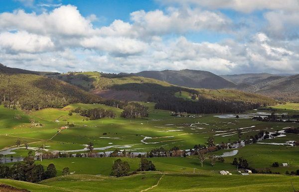 Gunns Plains in August, a photo by Carol Haberle ~ article for think-tasmania.com ~ #Tasmania #GunnsPlains #winter #photography #scenery