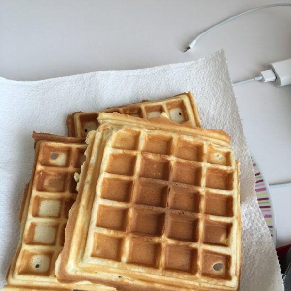 Waffle (Süper Tarif) Tarifi nasıl yapılır? 4.534 kişinin defterindeki Waffle (Süper Tarif) Tarifi'nin resimli anlatımı ve deneyenlerin fotoğrafları burada. Yazar: Mutlu Neslice Tarifler