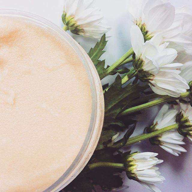 Złoty balsam z masłem Shea Eternal Gold poprawia elastyczność, wzmacnia i chroni…