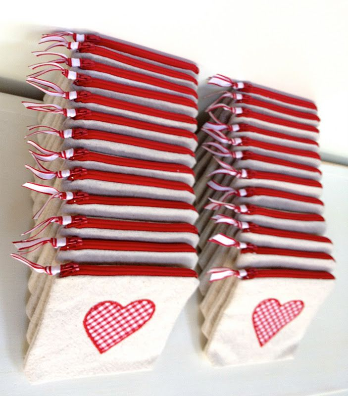Free sewing tutorial to make Valentine goodie bags