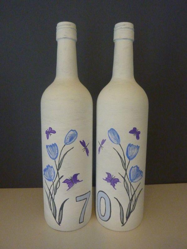 Beschilderde wijnflessen