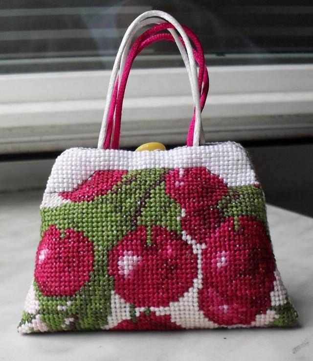 Cherry with blossom. efcfba96bb52.jpg 640×737 pixels
