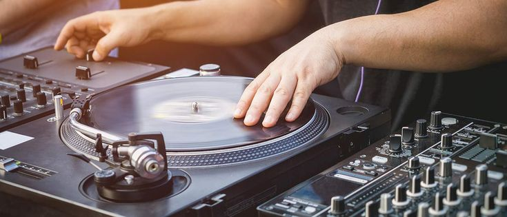 You may have noticed that some are classified as belt-drive turntables while others are direct-drive turntables. What's the difference? Which is better?