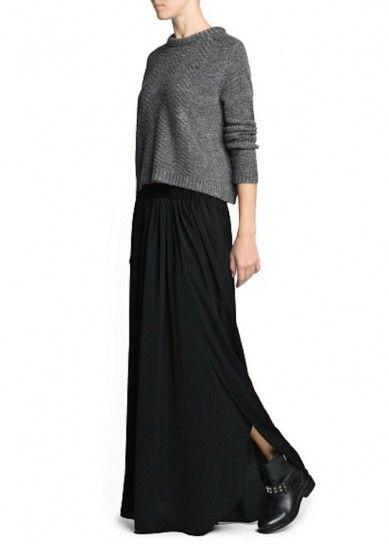 Falda larga con aberturas y botines tachuelas