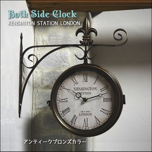 時計が2つ合わさった両面時計はインテリアのアクセントにも大人気。経年でアンティークになったような塗装が施されています。