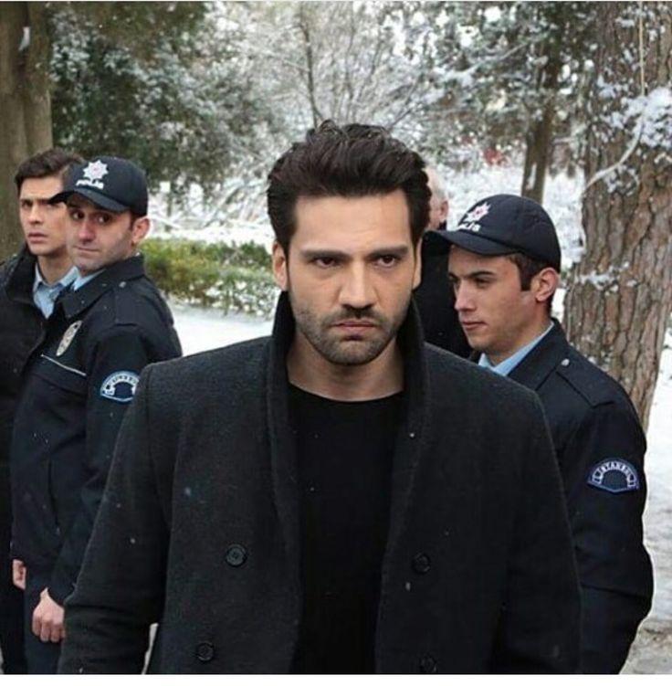 Gel ne olursan gel.. İster Emir Kozcuoğlu ister Kaan Urgancıoğlu... Yeter ki o kara sevda dizisini izlemeyeyim ;)