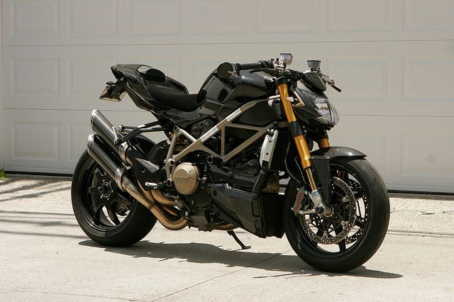 Ducati Streetfighter S What a beauty, my first bike was street fighter and i loved every bit of it