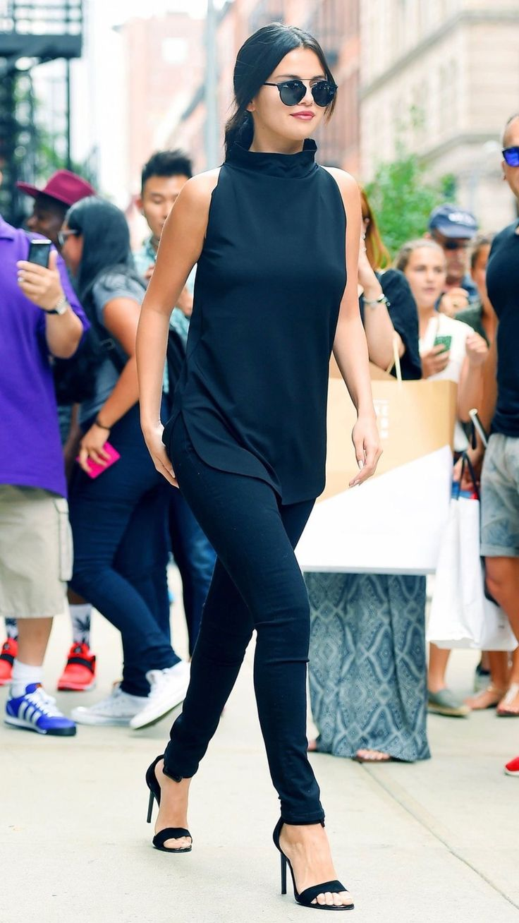 Selena Gomez lookin perfect in black. #tbt