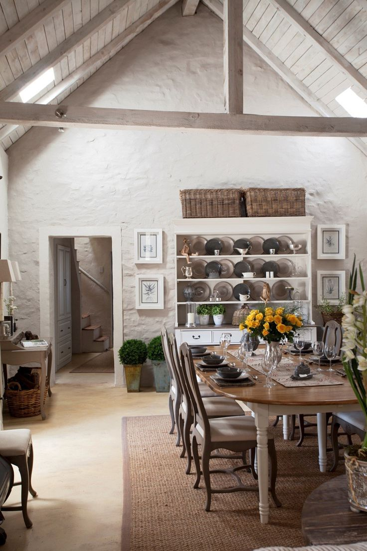 Dullstroom house dining area