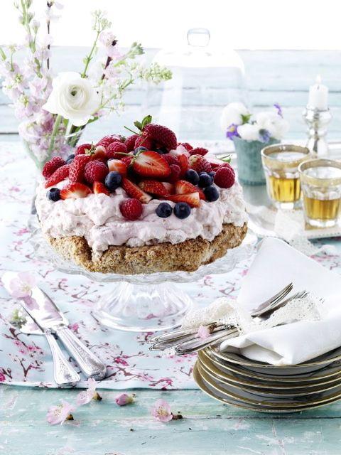 Camilla Lawes - Madskribent, Madstylist og meget mere: nøddebunde med frugtskum og friske bær