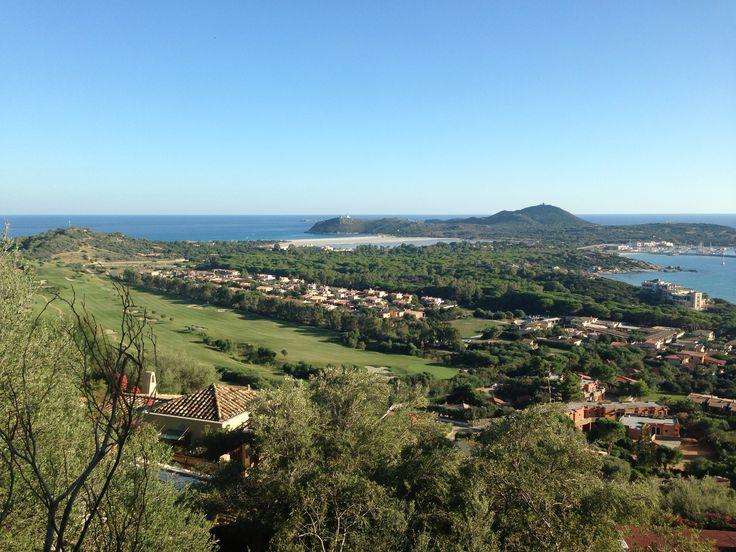 Campo Golf 18 buche sulla dx Residence Appart Hotel sullo sfondo spiaggia Timi Ama e spiaggia Campulongu