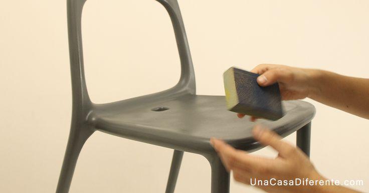 Cómo pintar sillas de plástico con efecto vintage