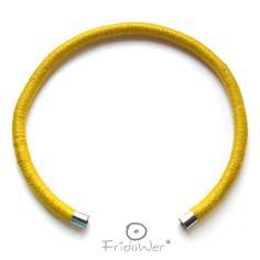 Collana girocollo rigida in cotone giallo e minuteria argentata - millegiri freedom ginkgo- autunno inverno