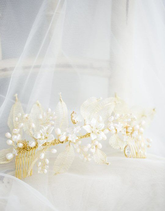 golden wedding comb with floral details - pearls and crystals