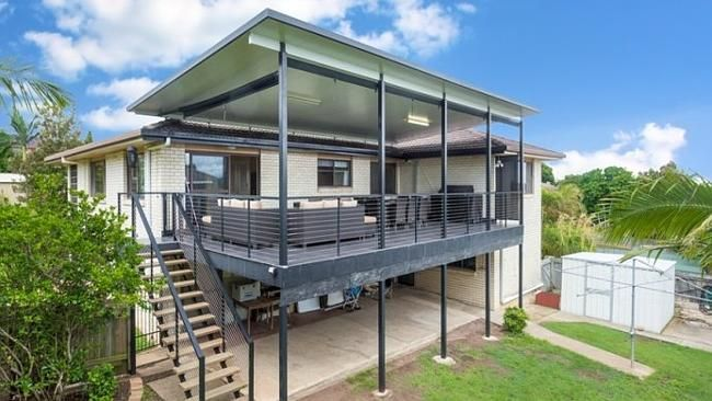 Owner occupiers stand out with large crowds of families and couples at auctions.  http://www.news.com.au/finance/real-estate/owner-occupiers-stand-out-with-large-crowds-of-families-and-couples-at-auctions/story-fndbalka-1227219775181