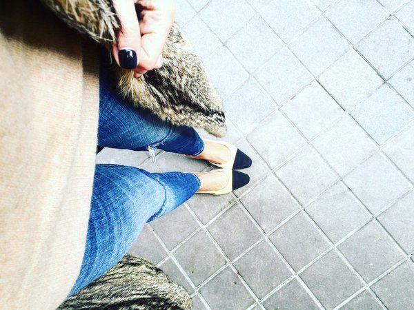 Entre reuniones con mis zapatos bicolor favoritos @CHANEL