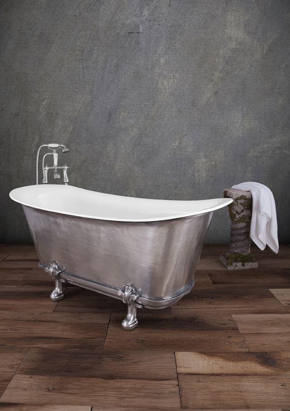 Our stunning hand polished Mon Empire bath with feet - This bath is so deep you can practically dive in!