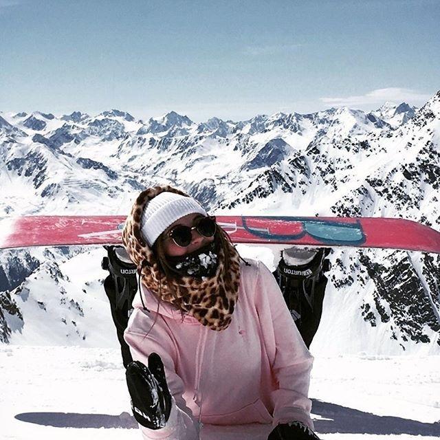 #walusnow • : @mellz_i • • • • • use #walu to be featured • #snow #snowboard #snowgirl #snowgirls #snowboardgirl #snowboardseason #snowboarding #snowboardingday #сноубордистка #сноуборд #лыжи #snowboardlife #горы #сноубординг #snowslopes #mountains #instasnow #season #snowboarder #snowboardlife #travel #surfboard #skiing #ski #skigirl