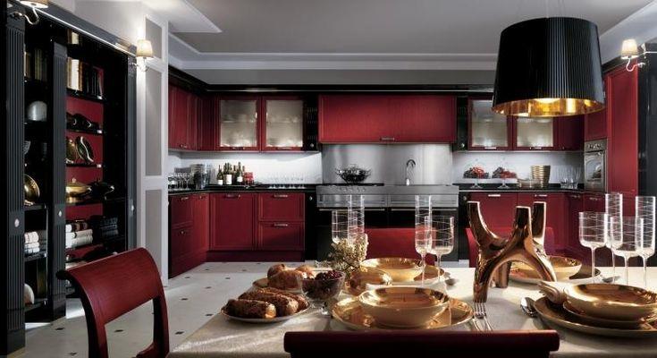 cuisine noire et bois, mobilier en bois teinté en rouge et noir, et sol en marbre blanc