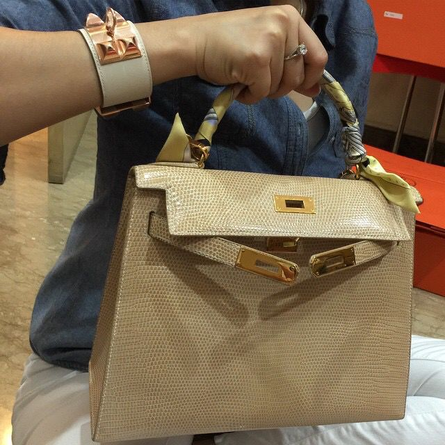 Hermes Kelly Pochette in Lizard....two CDCs (Anemone and Bambou ...