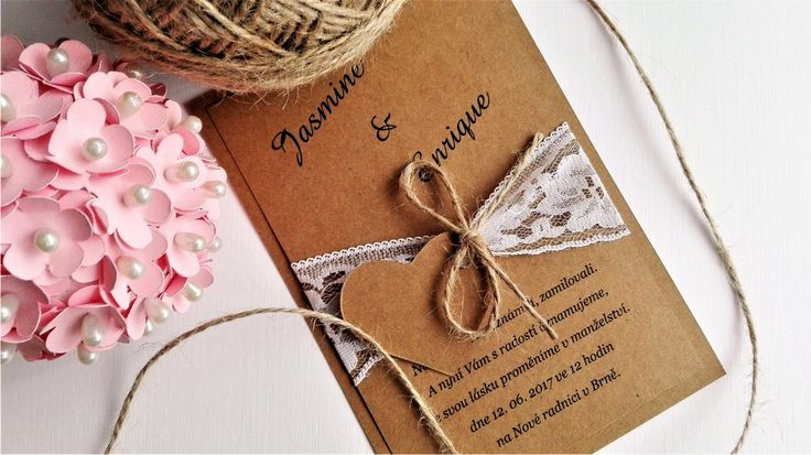 Svatební+oznámení+Rustical&Hearts+Originální+svatební+oznámení+vyrobeno+z+rustikálního+papíru+vyšší+gramáže+dozdobené+krajkou,+jutou+a+srdíčkem.+Před+objednáním+mi+prosím+napište+text,+který+budete+v+oznámení+chtít.+Výběr+fontů+zasílám+vnitřní+poštou.+Pokud+budete+chtít+jinou+barevnou+kombinaci,+provedení+atd.,+napište+vnitřní+poštou.+Ráda+Vám...