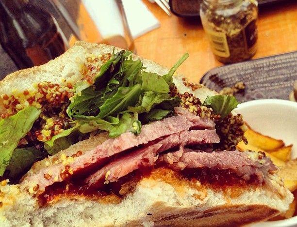 IT sandwich & bar: Cerdo marinado, lechuga hidropónica, mermelada de pimentón y mostaza antigua.