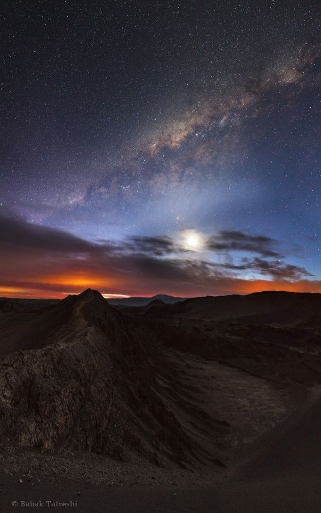 The moon and the Milky Way in the evening twilight over the Valley of the Moon (Valle de la Luna), near San Pedro de Atacama, Chile. - (DreamView)