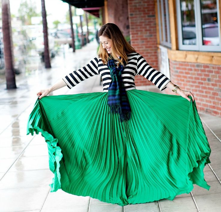 Olivacious Emerald Pleated Maxi Skirt Outfit