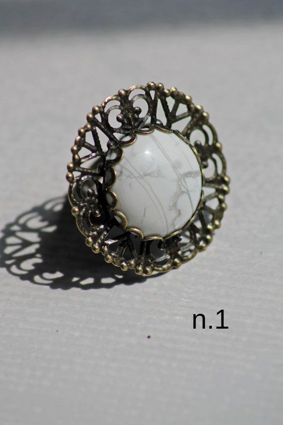 Anello vintage retrò regolabile con pietra di DIYGIOIELLIePIETRE, €5.00  Vintage ring with cabochon gemstone white howlite