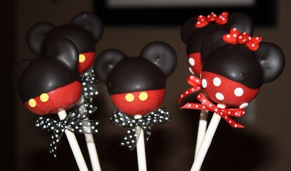 Mickey Mouse Cake Pops -- These are so cute!