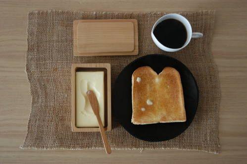三谷龍二さんのバターケースの画像:テーブルの真ん中