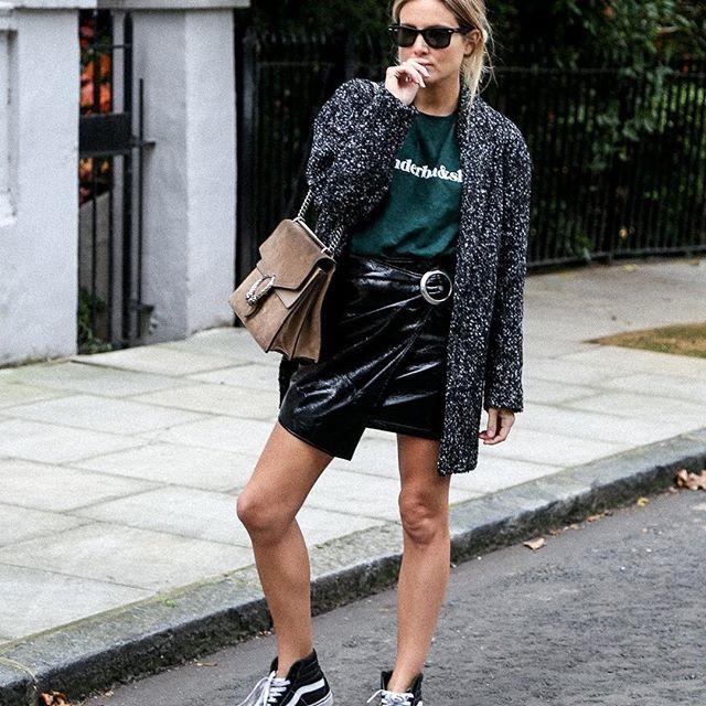 #tendencias para nosotras…  ⚫️lacasitademartina.com #streetstyle  #fashionblogger #fashion #trends #blogger #mom #mum #coolmom #lacasitademartina #lcmMum #fashionmom #fashionmum #maternidad #maternity #mamas #mamás #mamá #mami Pic © Lucy Williams
