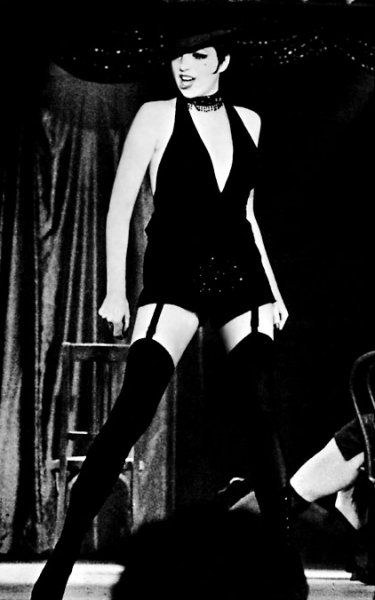 In 1972 Liza Minnelli won the Best Actress Oscar for her role of Sally Bowles in Cabaret. The distinct style of the character soon became Minnelli's signature look, and she sported a short black bob, huge eyelashes and dark eye make-up throughout the decade.